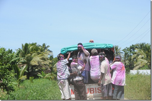Discovering the traveling Holi band