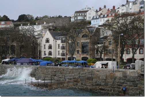 High Tide along the seawall in St. Peter Port, Guernsey, Channel Islands (St Pierre Port, Guernesey, Îles d'la Manche)