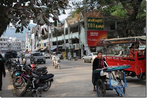 Street scene in Tachileik, Burma (တာချီလိတ်မြို့, ပြည်ထောင်စု သမ္မတ မြန်မာနိုင်ငံတော်)