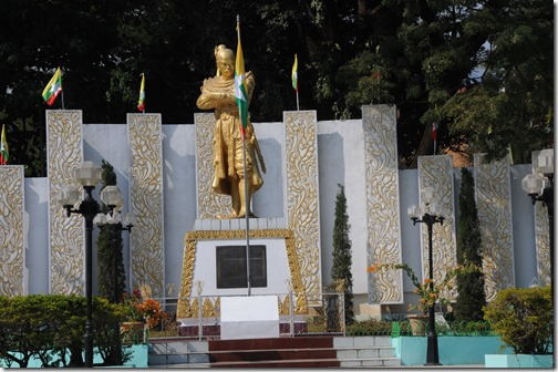 Statute of the Burmese King Bayinnaung (ဘုရင့်နောင် ကျော်ထင်နော်ရထာ) in Tachileik, Burma (Myanmar): This statue was bombed earlier in May 2013
